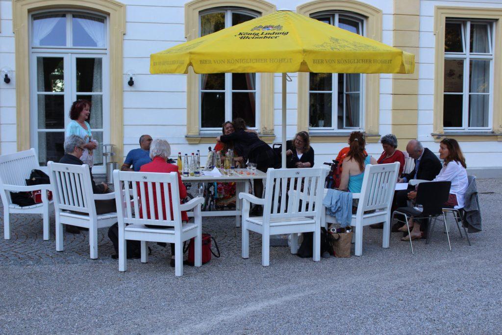 Gruppenfoto im Schloßhof