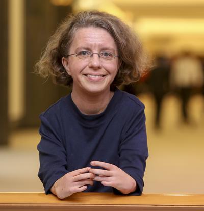 Katrin Langensiepen mit einem strahlenden Lächeln