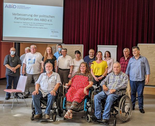 Gruppenfoto mit Mitgliedern des ABiD und vom Behindertenverband Bayern