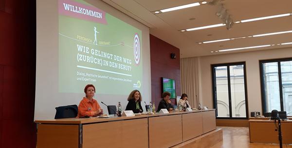 Auf dem Bild von links nach rechts:  Barbara Fuchs, Kerstin Celina, Ilona Englert, Claudia Köhler  Aufgenommen im Bayerischen Landtag