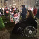 Patricia Koller im Rollstuhl bei der Demonstration