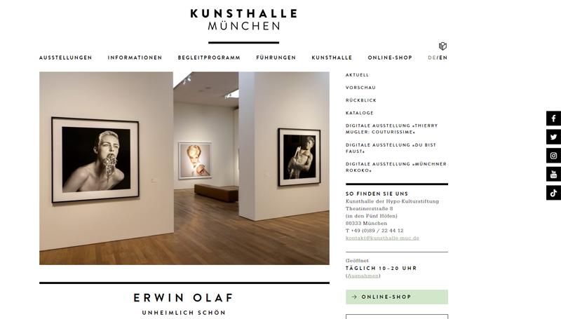Screenshot der Website der Kunsthalle. Man sieht darauf einen Ausstellungsraum mit großen Bildern